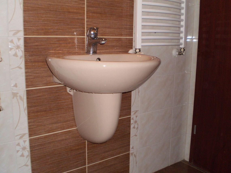 Отпушване на мивка от водопроводчик